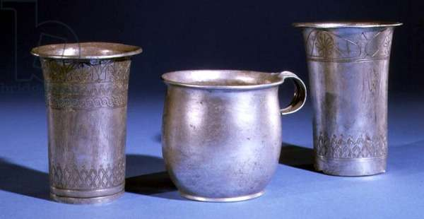 Three beakers, two being engraved with decorative motifs (silver)