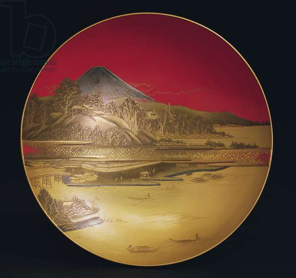 Sake cup, depicting a landscape with boats and a bridge under Mount Fuji, 19th century (lacquers and inlay of gold foil on lacquer ground)