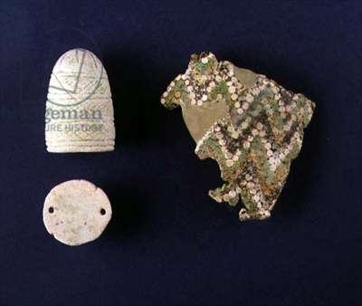 Fragment of a mosaic goblet (L) and Cosmetic Pot (R) from Tell Rimah, Iraq, c.1300 BC (glass & faience)