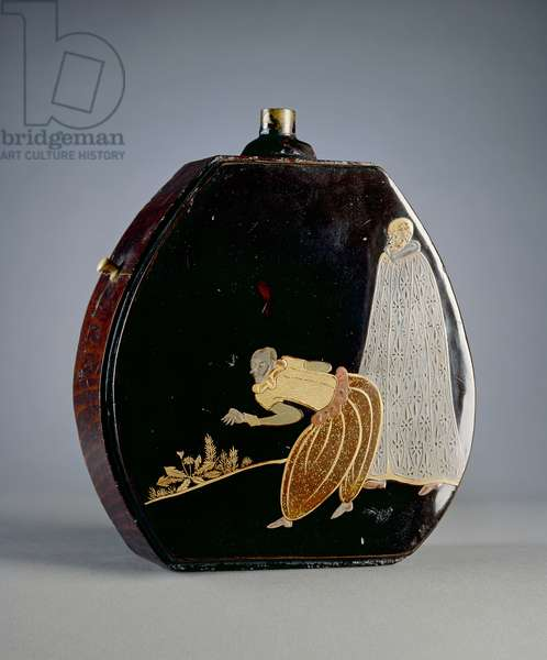 Gunpowder flask (lacquered wood) (reverse of 117750)