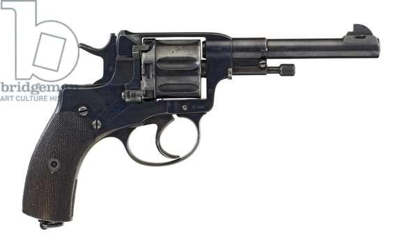 Seven shot military revolver, 1898 (photo)