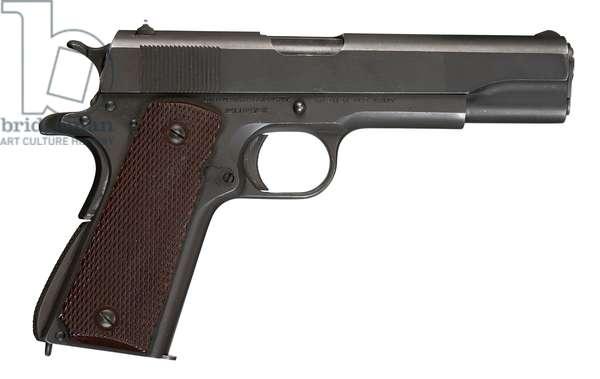 Pistol, 1943 (photo)