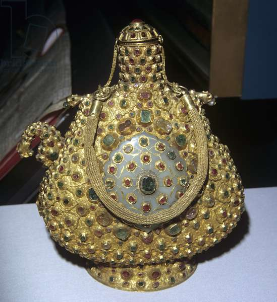 Ceremonial flask with dragon-head spout (gold with emeralds & rubies);