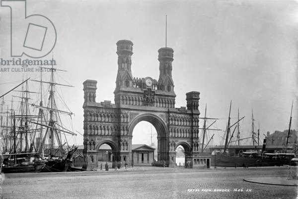 Royal Arch, Dundee, 1878 (b/w photo)