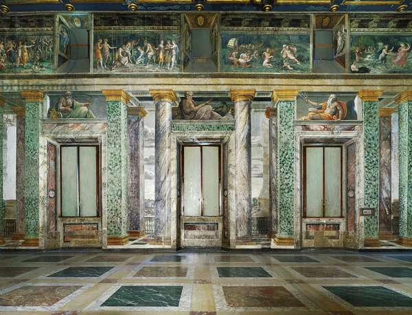 Art mannierism. Salon of the perspective of Villa Farnesina in Rome. Rating of windows with gods of mythology in trompe l'oeil. Painting by Baldassarre Peruzzi (1481-1537), 1517-1518. Fresco