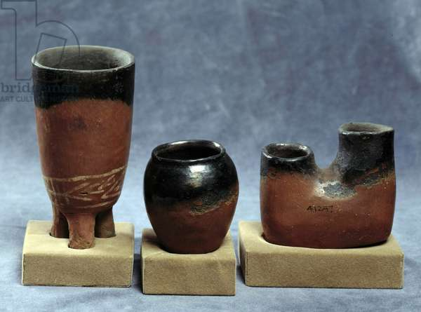 Antiquite Egyptian: set of red and black terracotta cups. Cairo, Museum of Egypt