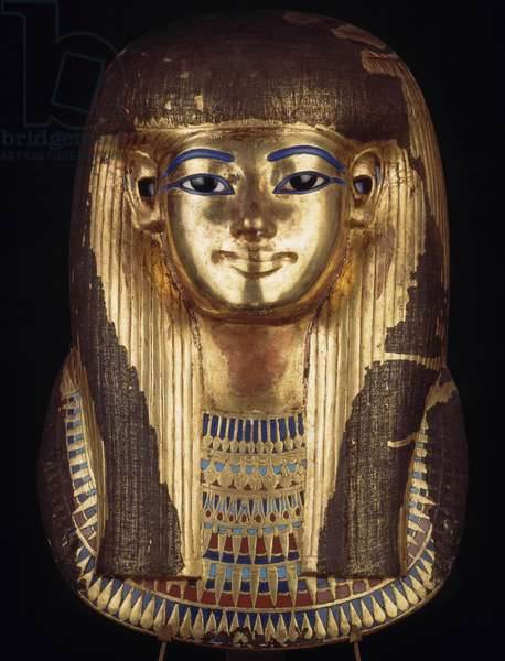 Antiquite Egyptian: funebre gold mask of Queen Thouya (Thuya) incrusted with glass, quarz and crystal, 18th dynasty, new empire. From the Valley of Kings. Museum of Egypt, Cairo.
