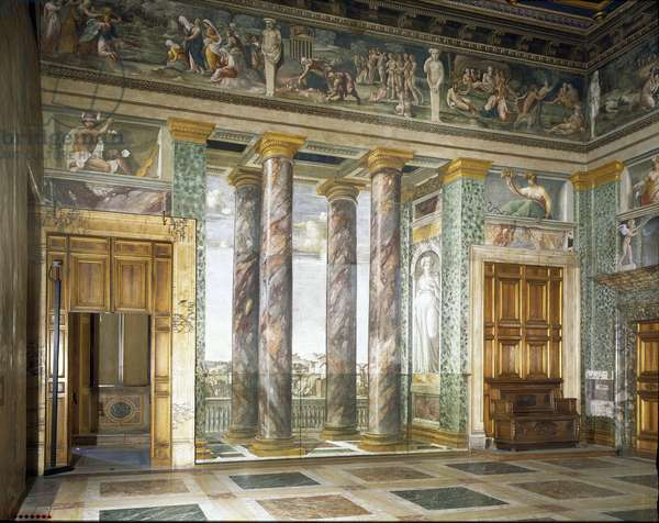 Art mannierism. Salon of the perspective of Villa Farnesina in Rome. Column and architecture in trompe l'oeil Painting by Baldassarre Peruzzi (1481-1537), 1517-1518. Fresco