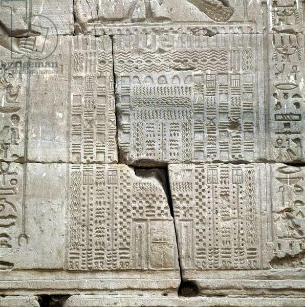 Edfou: Temple of Horus, Exterior