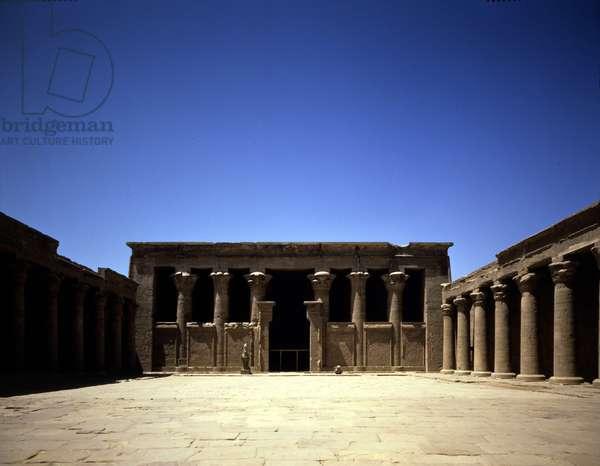 Edfou, Temple of Horus: Facade of the pronaos