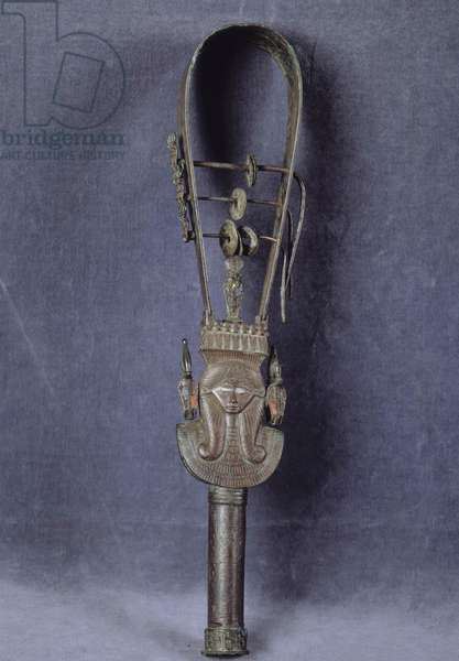 Egyptian antiquite: sistrum (or sistrum or crecelle) in bronze decorated with the head of the deity Hathor. Museum of Egypt, Cairo