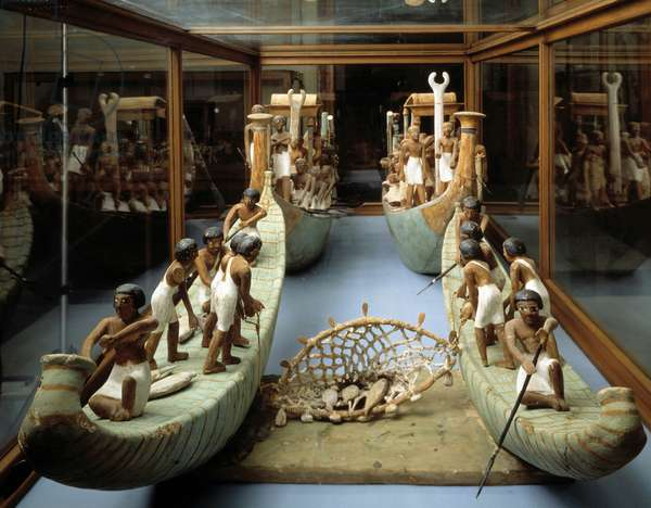 Antiquite Egyptian: miniature wooden fishing boats found in the tomb of Meketre in Luxor, a huge net filled with fish is stretched between the two boats, 11th dynasty, Middle Empire. Cairo, Museum of Egypt