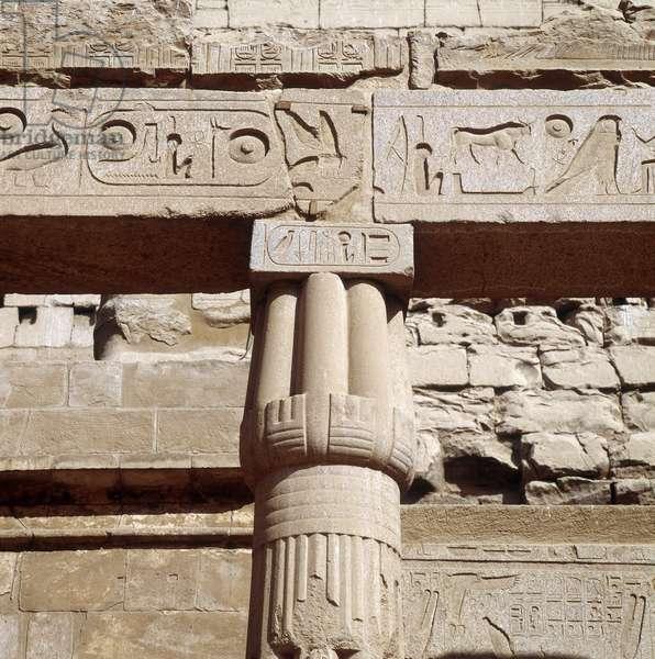 Louksor (Luxor): Closed papyriform tent temple
