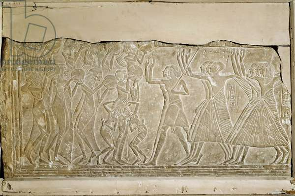 Antiquite Egyptian: fragment decorated with high reliefs depicting musicians and a funeral procession, from Saqqara (Sakkara). Museum of Egypt, Cairo
