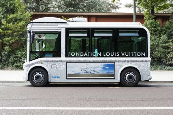 The official bus transportation of the Fondation Louis Vuitton in Paris, France, 2015 (photo)
