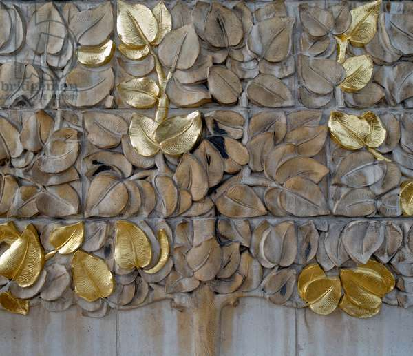 The Tree of Life, by Rachel Whiteread, on the facade of the Whitechapel Gallery, London, UK (photo)