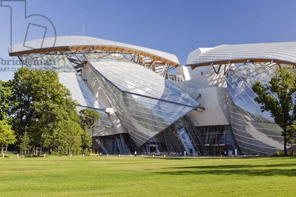 General view of the Fondation Louis Vuitton in the Bois de Boulogne, Paris, France, 2015 (photo)