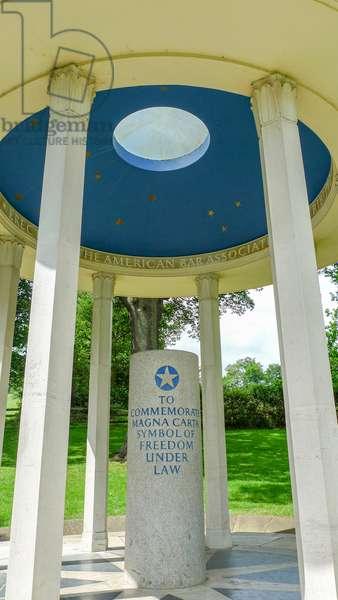 Magna Carta Memorial, Runnymede, England (photo)