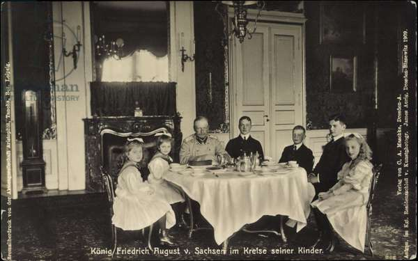 Ak King Frederick August III of Saxony, dining room, table, family (b/w photo)