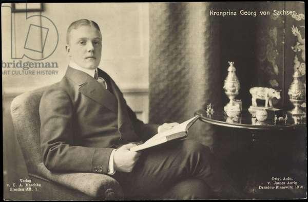 Ak Crown Prince Georg von Saxony, seat portrait, book reading, coffee table (b/w photo)