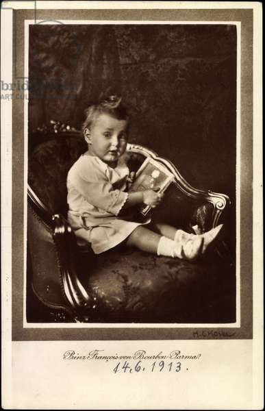 Ak Prince Francois of Bourbon Parma as a toddler with book (b/w photo)