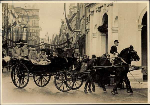 Queen Wilhelmina, Princess Juliana, carriage