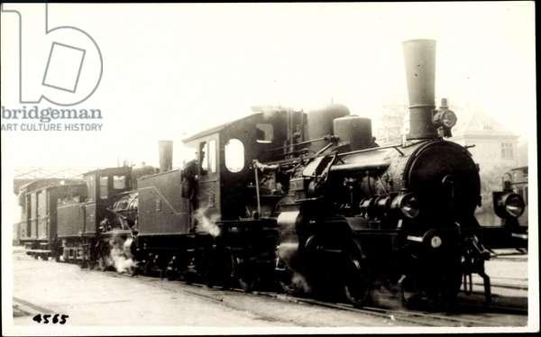 British freight locomotive, tender, steam, crew
