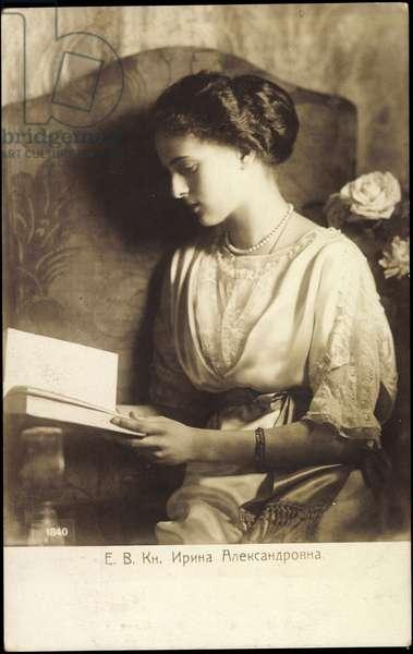 Ak Irina Alexandrovna Romanova of Russia, book reading (b/w photo)