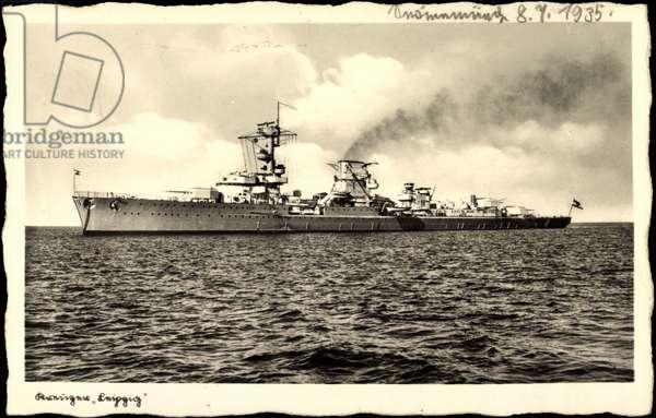 Kreuzer Leipzig, German warship at sea