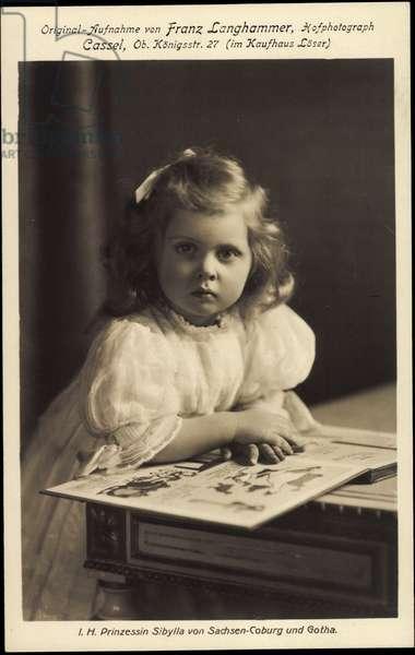 Ak Prinzessin Sibylla von Saxe Coburg Gotha, Young girl, book (b/w photo)