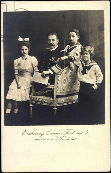 Ak Archduke Franz Ferdinand of Austria Este with his children (b/w photo)