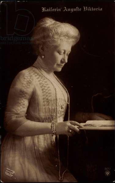Empress Auguste Viktoria, Pearl Necklace, Book