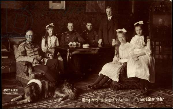 Ak King Frederick August III of Saxony in the circle of his children (b/w photo)