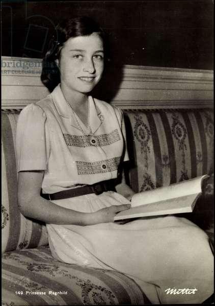 Ak Princess Ragnhild of Norway reads a book (b/w photo)