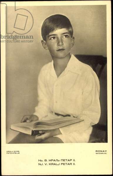 Ak Prince Peter II of Yugoslavia, sitting with book in hand (b/w photo)