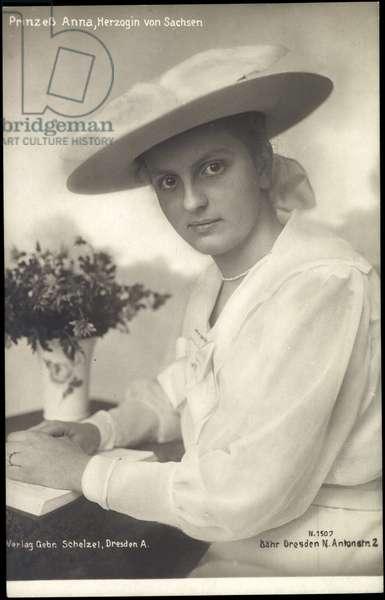 Ak Princess Anna, Duchess of Saxony, hat, white dress, book (b/w photo)