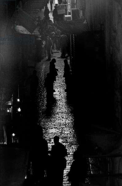 Three light bulbs, Gerusalemm, Israel, 2009, photo black and white, by Carola Guaineri