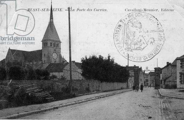 The door to the corvees in Mussy sur Seine (Mussy-Sur-Seine, Aube, Champagne-Ardenne). Postcard sent in 1919, 20th century.