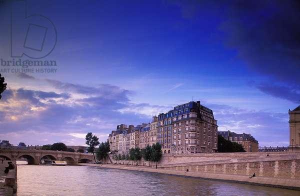 Paris: Topographic Views of the Seine, 2001 (photo)
