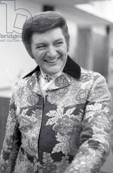 Liberace in a London rehearsal room, 1968 (b/w photo)