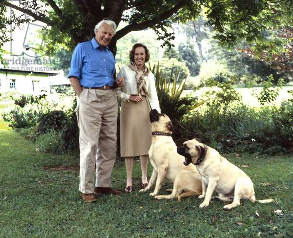 James Graham, 7th Duke of Montrose, with his second wife Susan Mary, Duchess of Montrose, taken in their garden in South Africa, 1983 (photo)