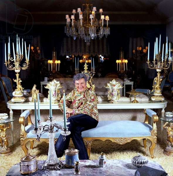 Liberace at home, Los Angeles, 1973 (photo)