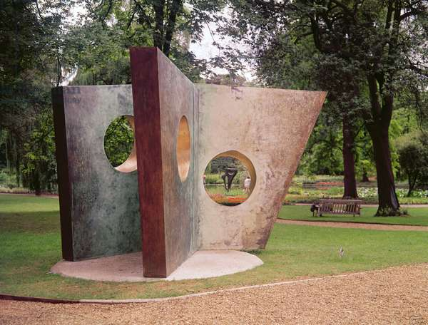 Three Obliques (Walk In) 1968 (bronze)