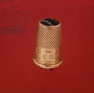 Gold thimble set with an agate, mid-19th century