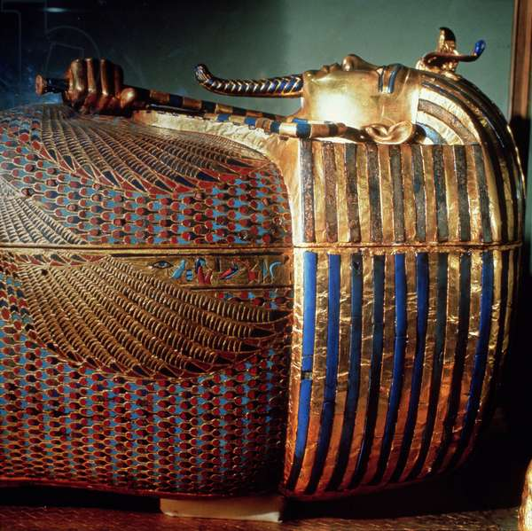 The innermost coffin of Tutankhamun, showing the king in Osiride form clasping the crook and the flail, from the tomb of Tutankhamun (c.1370-1352 BC) New Kingdom (sheet gold, lapis lazuli et al) (detail)