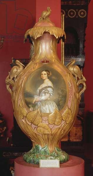 Commemorative vase with a portrait of Queen Victoria, 1851 (ceramic)