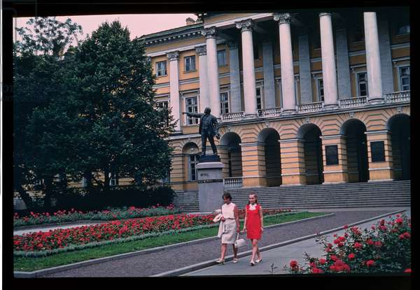 View of the Smolny Institute (photo)