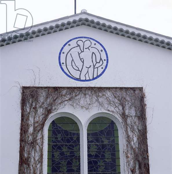 Tympanum below the roof of the Rosary Chapel, 1948-51 (ceramic)