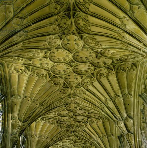 Fan vaulting in the cloister (photo)