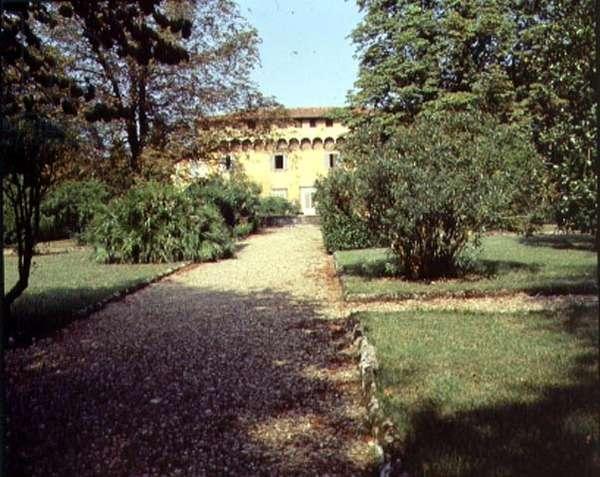 View of the facade from the front garden, designed for Cosimo il Vecchio (1389-1464) by Michelozzo di Bartolommeo (1396-1472) (photo)